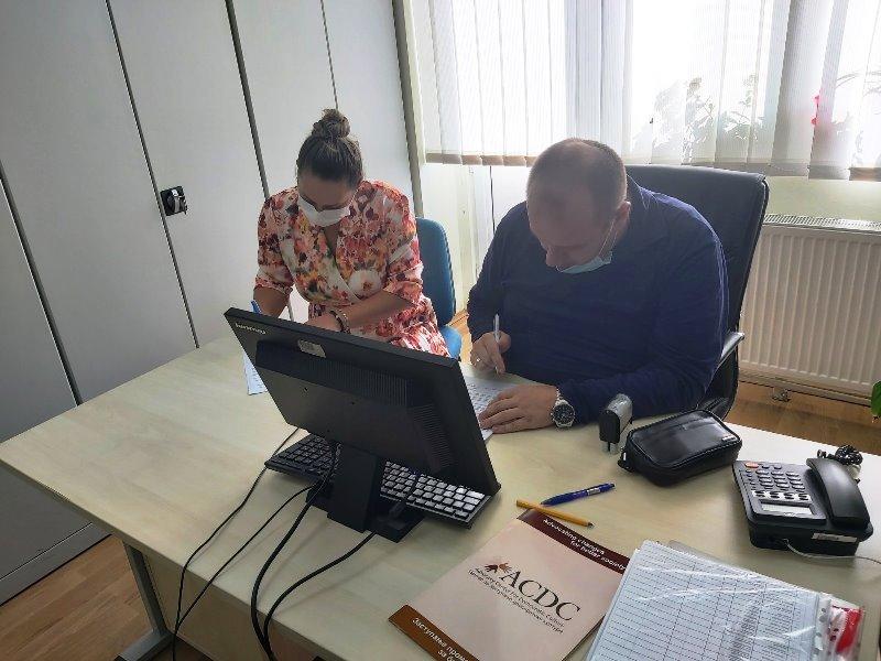 potpisivane-ugovora-sa-10-prevodioca-i-5-strucnih-saradnika